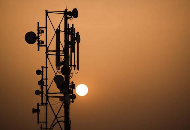 Trai slaps fines on Jio, Airtel, others for not meeting quality norms - Sakshi