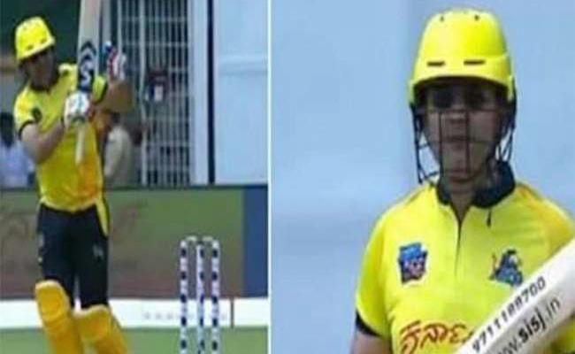 Sehwag returns to pitch, smashes opposition bowlers out of the park - Sakshi