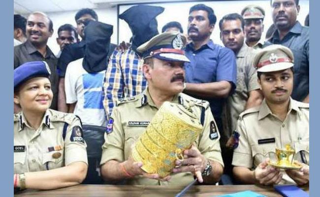 Theives Arrested In Nizam Museum Theft Case - Sakshi