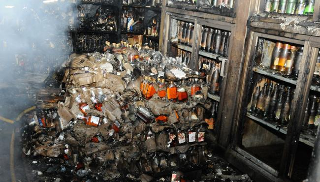Fire Accident In Wine Shop At Punjagutta - Sakshi