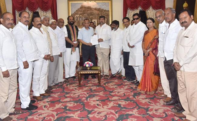 Telangana Opposition Parties Meets Governor Narasimhan - Sakshi