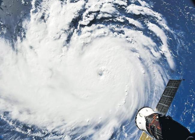 Hurricane Florence evacuations on South Carolina coast - Sakshi