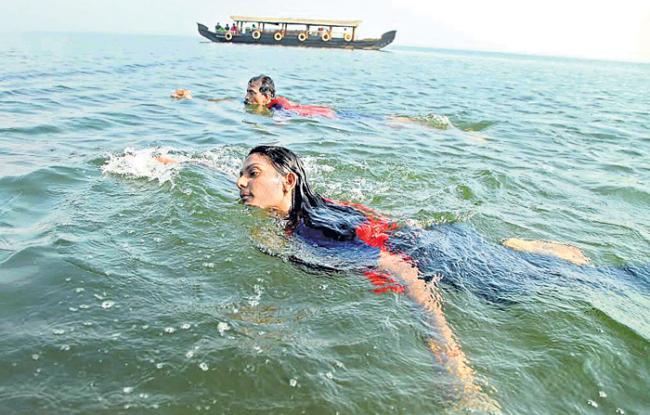 First woman to  swimming in  Vembanad - Sakshi