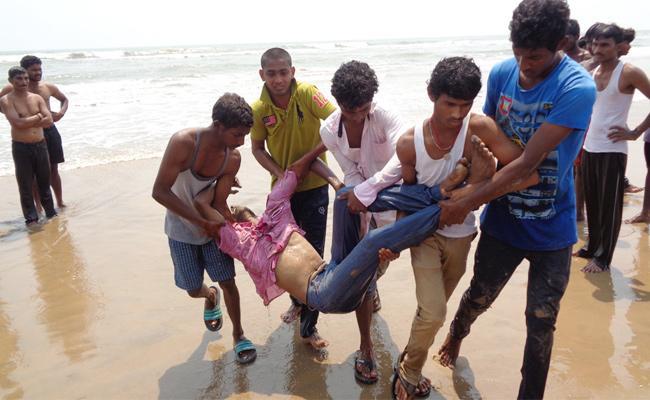 Beach Deaths In Perupalem Beach West Godavari - Sakshi