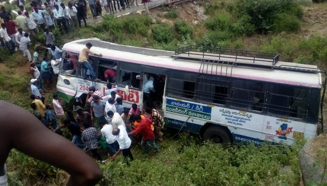 Vemulawada Depot Manager Explain Bus Accident In Kondagattu - Sakshi