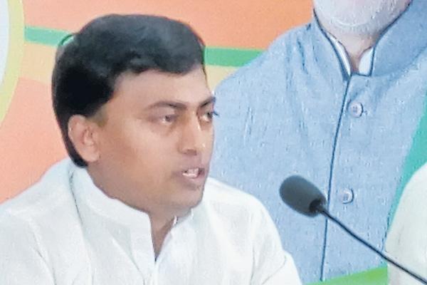 Rakesh reddy commented over congress - Sakshi