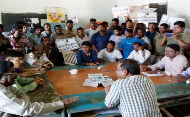 Students Protest Against Professors In Srikakulam - Sakshi