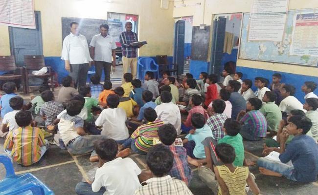 ACB Rides On hostels PSR Nellore - Sakshi