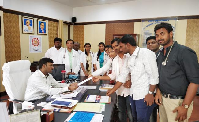 Contract Doctors Strike YSR Kadapa - Sakshi