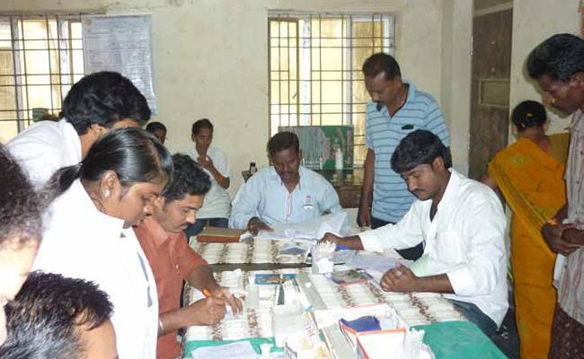 lab Technicians Collecting Money With Tests Vizianagaram - Sakshi