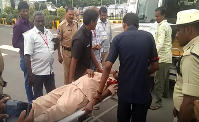 SI Kola Mohan Got Heart Attack - Sakshi
