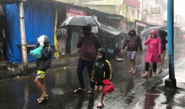 Monsoon below normal for third straight month in August - Sakshi