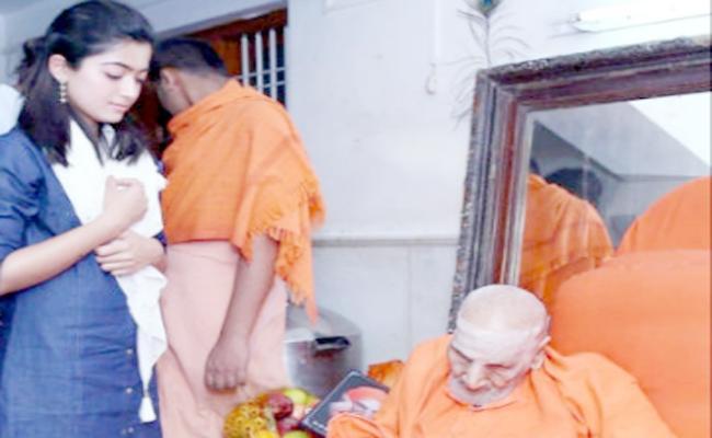 Rasmika Mandanna Visit Siddaganda Matam Karnataka - Sakshi