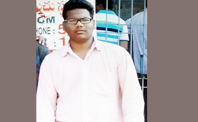 Love Issue Friends Murdered Saddam Hussain in Kurnool - Sakshi