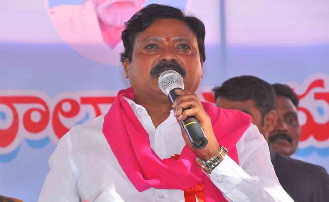 Nallala Odelu Upset With TRS Party Not Announcing The Ticket - Sakshi