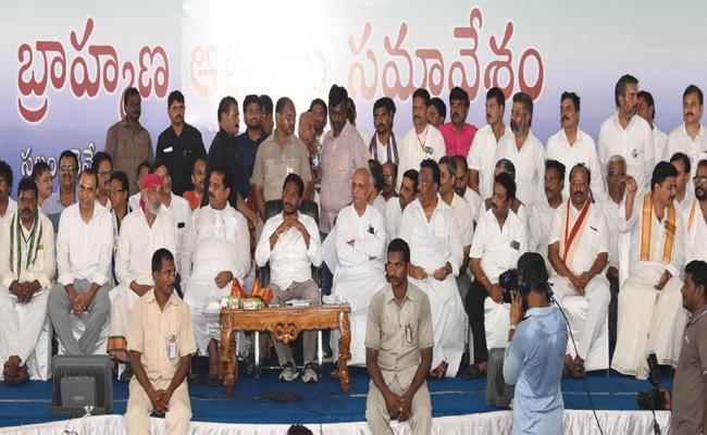 YS Jagan Guaranteed To Brahmins In Praja Sankalpa Yatra - Sakshi