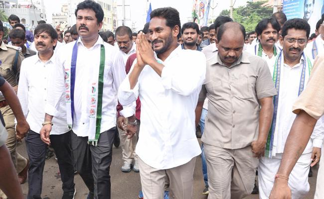 People Suopport to YS Jagan In Praja Sankalpa Yatra - Sakshi