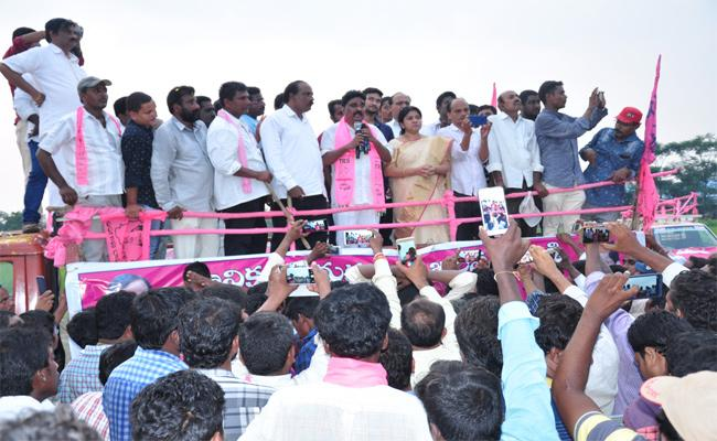 TRS Leaders Protest For MLA Tickets In Khammam - Sakshi