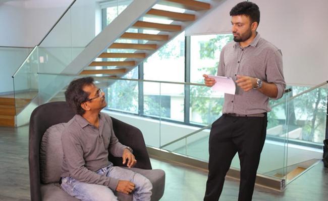 Director Ar Murugadoss In Vijay Devarakonda Nota - Sakshi