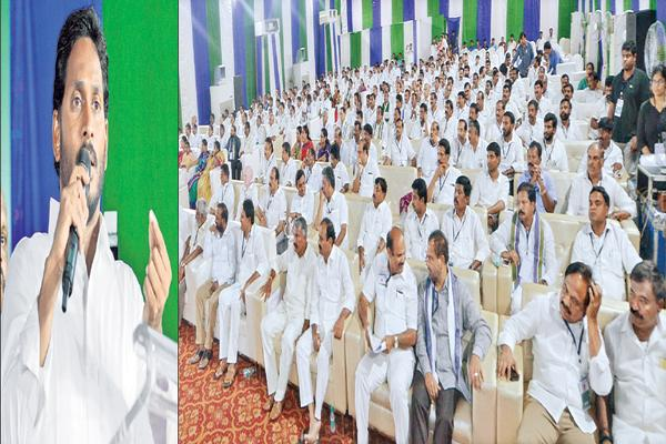 YS Jagan Speech At YSR Congress Party meeting At Visakha - Sakshi