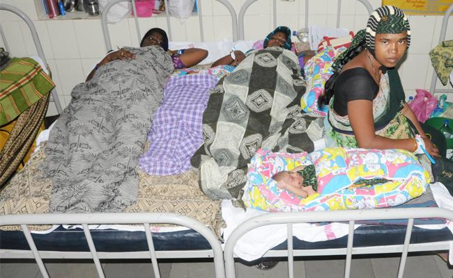 Staff And Beds Shortage In Anantapur Hospital - Sakshi