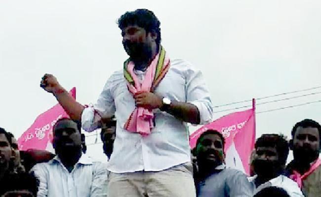TRS MP Balka Suman Sensational Comments on Chennur ticket - Sakshi