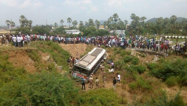 kondagattu bus accident, Four Injured situation is still critical - Sakshi