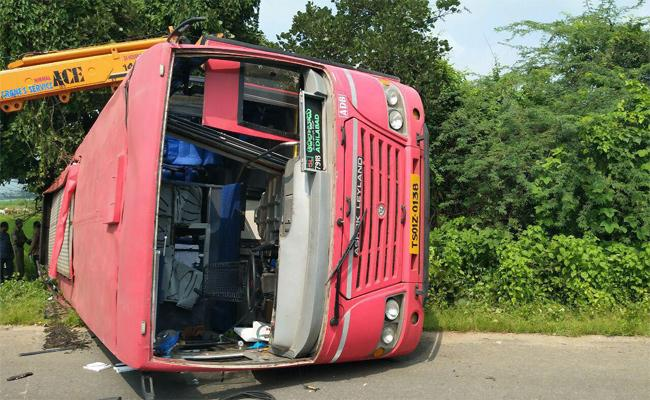Drivers Negligence Road Accidents In Adilabad - Sakshi