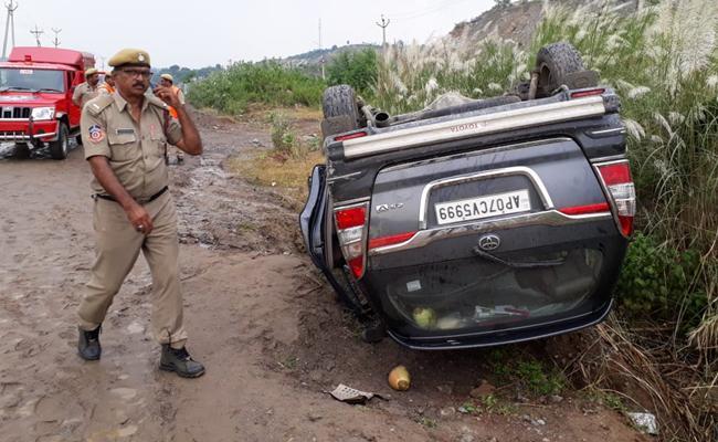 Prathipati Pulla Rao Convoy Car Met An Accident In Polavaram - Sakshi