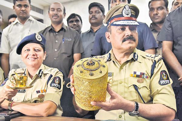 Two arrested in Nizam's Museum theft case - Sakshi