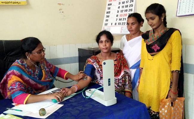 Doctors Shortage In Vizianagaram - Sakshi