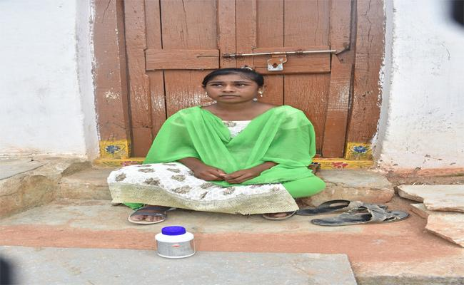 Lover Boy Cheated In Warangal - Sakshi