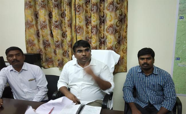 A1 Resort Owner Surrender In East Godavari - Sakshi