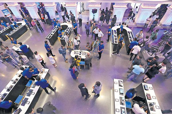 Samsung opens world's biggest store in Bengaluru - Sakshi