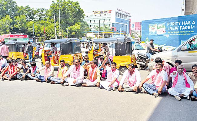 KMR Followers Protest On Road For TRS Ticket - Sakshi