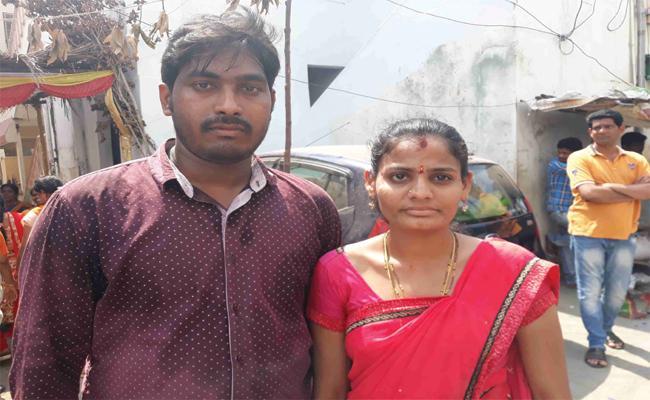 Couple Meets YS Jagan In Praja Sankalpa Yatra - Sakshi