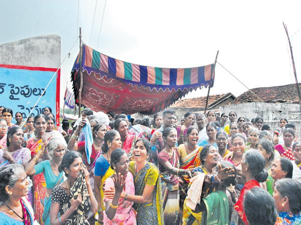 60 dead totally At Kondagattu bus accident - Sakshi