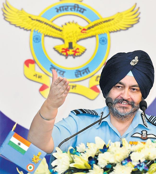 IAF chief BS Dhanoa justifies govt's decision to procure 36 Rafale jets - Sakshi