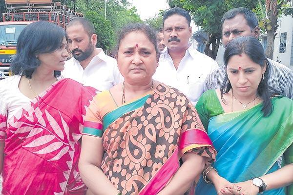 Jagga Reddy Wife Alleges KCR and Harish Rao - Sakshi