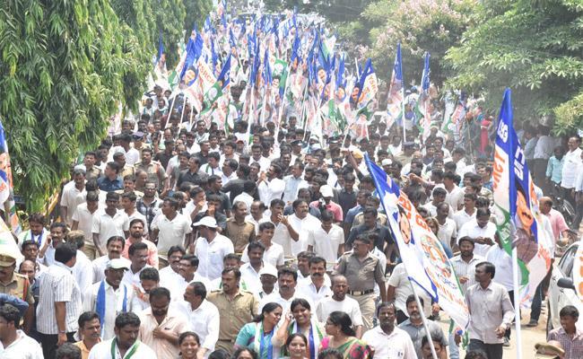 YS Jagan Padayatra In Visakhapatnam - Sakshi