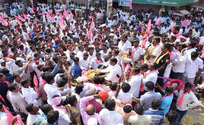 TRS Leaders Disagreement Politics In Nalgonda - Sakshi