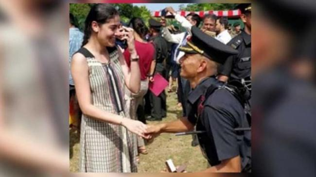 Army Officer Proposes To Girlfriend At Passing Out Parade - Sakshi