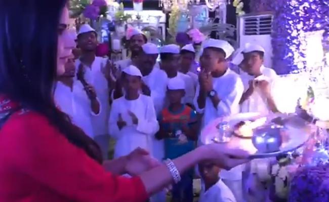 Katrina Kaif Facing Trolls In Vinayaka Chavithi Celebrations At Salman Khan House - Sakshi