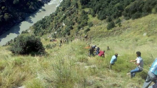 13 Dead As Mini Bus Plunges Over 300 Feet In Jammu And Kashmir Kishtwar - Sakshi