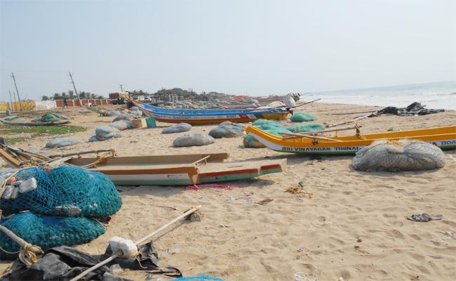 Scrap And Toilets Problems In Kothapatnam Beach prakasam - Sakshi