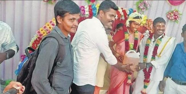 Tamil Nadu Groom Friends Given Petrol As Marriage Gift - Sakshi