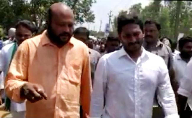 Film Actor Fish Venkat Meets YS Jagan - Sakshi
