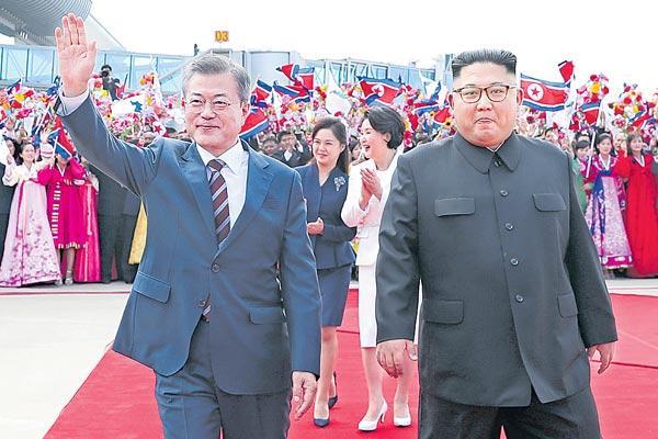 Kim Hosts South Korea's Moon For Summit Talks In Pyongyang - Sakshi