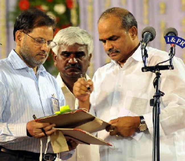 YSR First Sign as CM on Free Power - Sakshi