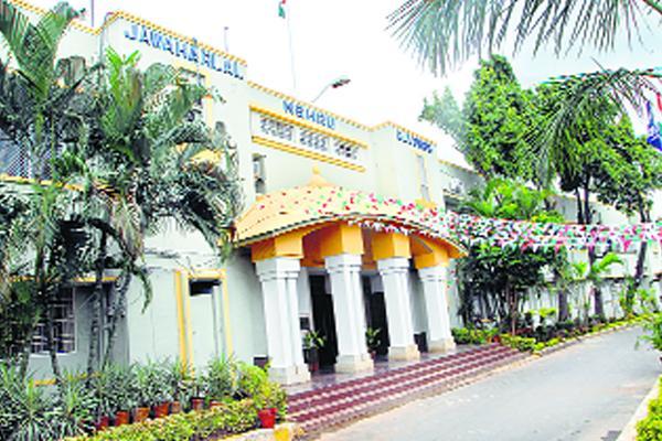 904 cases pending in district Court - Sakshi